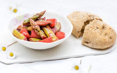 Jetzt werd's guat: Grüner Spargel mit Erdbeeren und Himbeerdressing